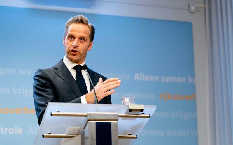 荷蘭境內新增1235人感染2019冠狀病毒疾病(COVID-19,新冠肺炎),累計3萬449人確診;已知染疫死亡案例增144例,累計3459人不治。圖為荷蘭衛生、福利和體育部長雨果·德容格。 歐新社