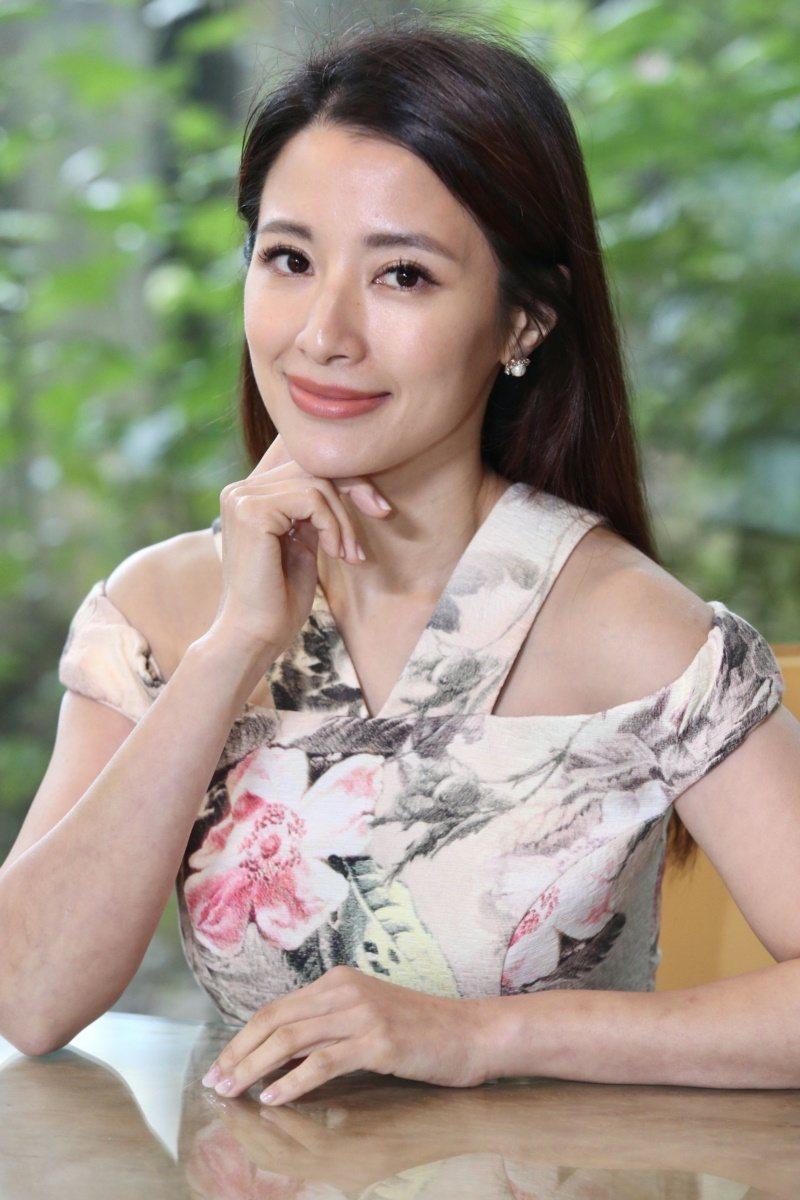 李蒨蓉分享熟女保養方法,覺得聰明選擇正確的保養品才是王道。 圖/林俊良 攝影
