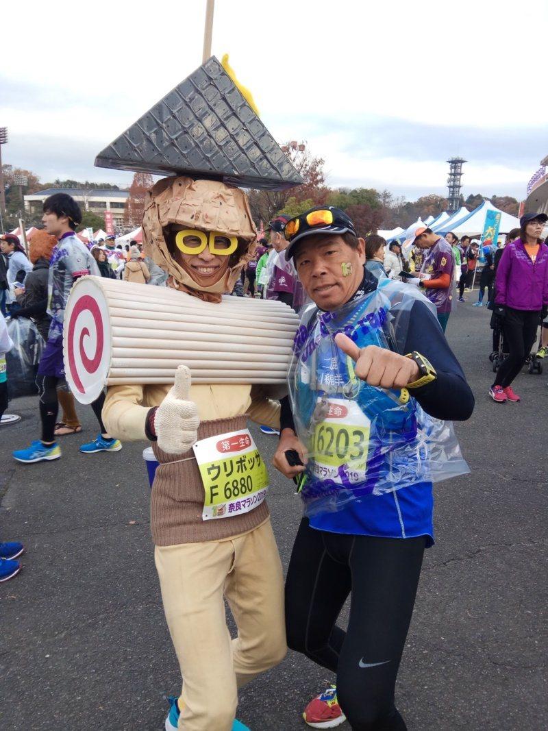 62歲陳信仲參加2019年奈良馬拉松。 圖/陳信仲提供