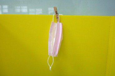 李淑菁/不只是顏色性別化:一片粉紅色口罩的結構性問題