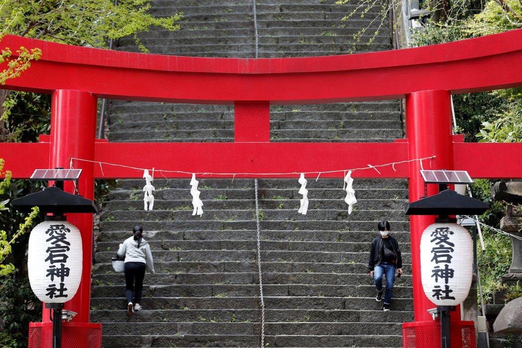 日本疫情持續升溫,政府在4月16日宣布全國進入緊急狀態。 圖/路透社