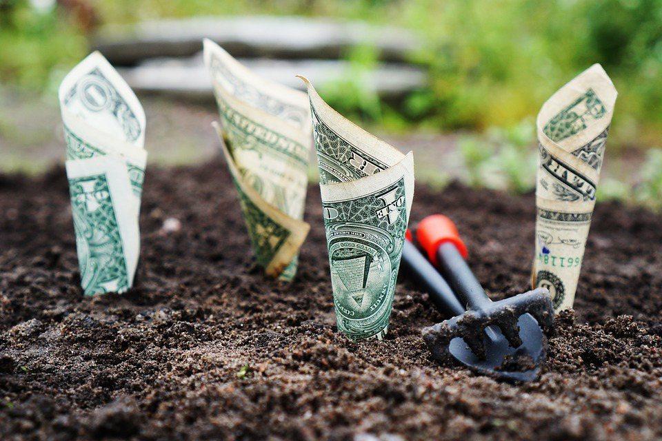 如果小孩一出生,父母就開始準備小孩出國教育金,將是長達20年的理財規劃,可以透過...