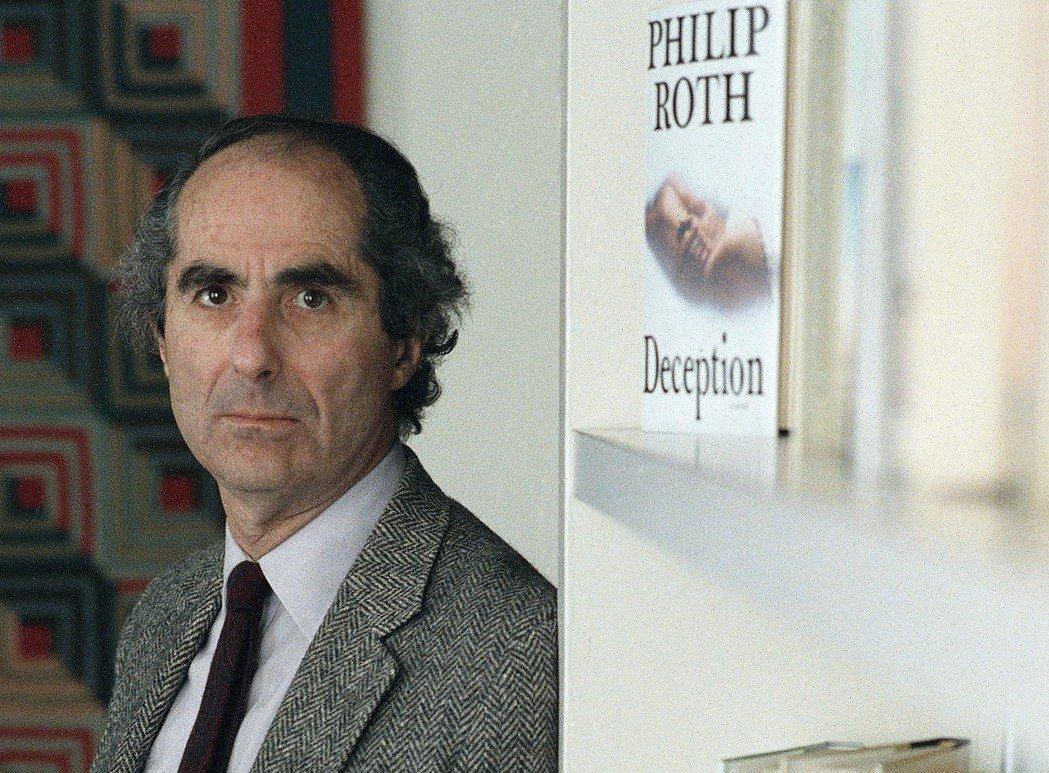 圖為《反美陰謀》作者、美國文學宗師菲利普・羅斯。羅斯已於2018年逝世,但他的創...