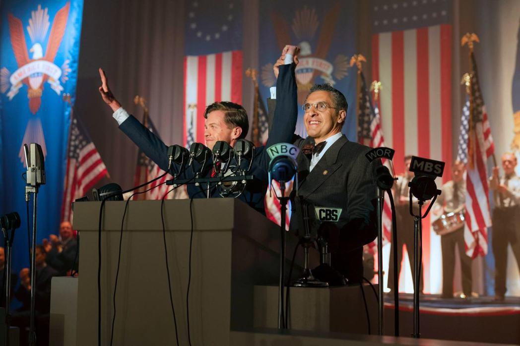 《反美陰謀》影集中,由班・柯爾(Ben Cole)飾演的查爾斯.林白(左),擊敗...