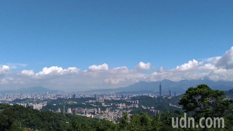 今天晴時多雲,白天微熱。本報資料照片