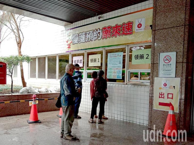高雄長庚醫院公告,「連續處方箋服務」時程延長至中央疫情指揮中心宣布結束為止。記者王昭月/攝影