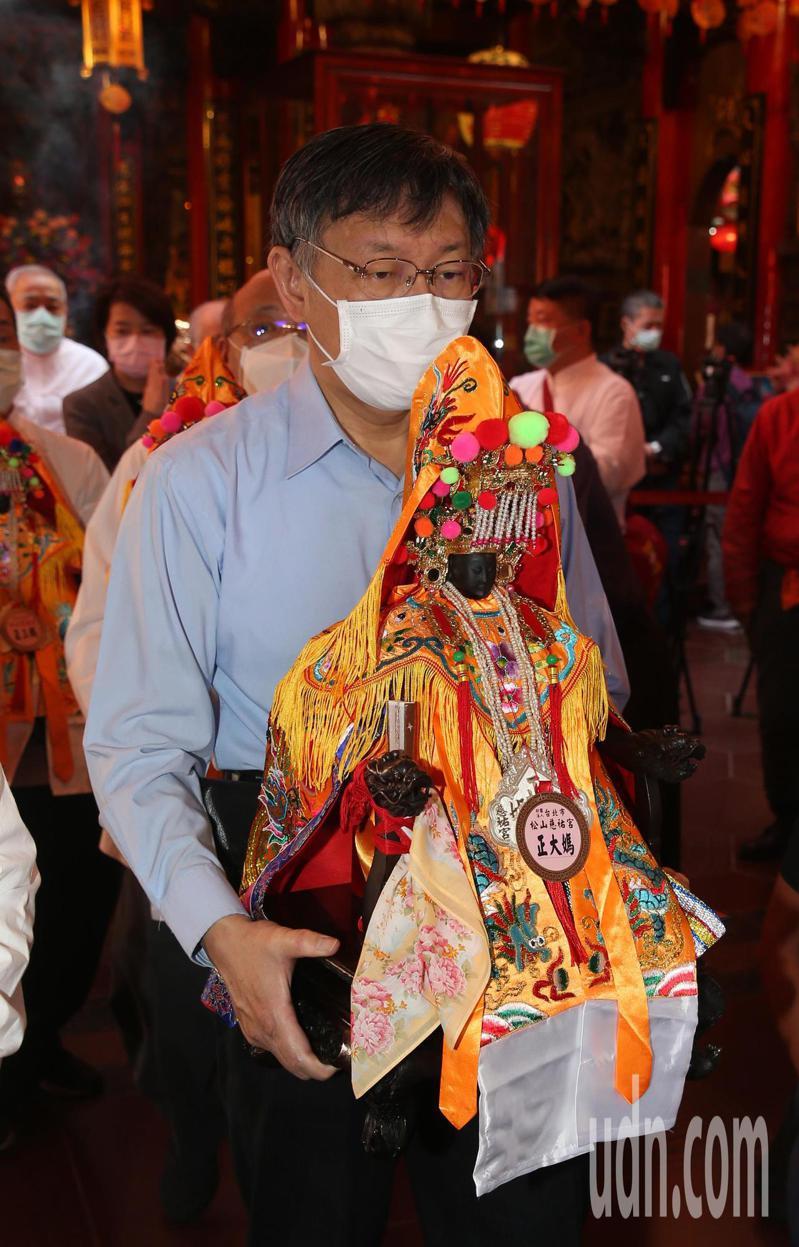 台北市長柯文哲上午呼籲大家勤洗手、戴口罩、保持適當社交距離,疫情終究會過去。記者曾吉松/攝影
