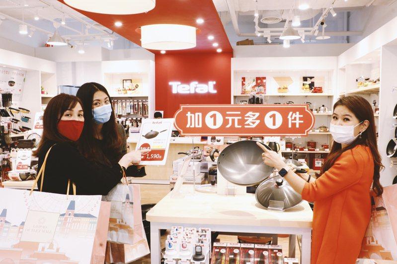 台中后里麗寶Outlet Mall4月18日、19日館內進行第二件「0」元促銷活動,超過20家餐飲品牌好康優惠進行中,為台灣二度零確診加油打氣。圖/麗寶Outlet Mall提供