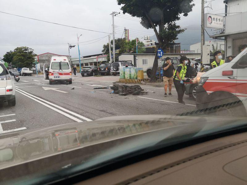 花蓮市中央路昨天下午發生機車與油罐車擦撞車禍,機車騎士邱姓婦人傷重送醫。圖/民眾提供