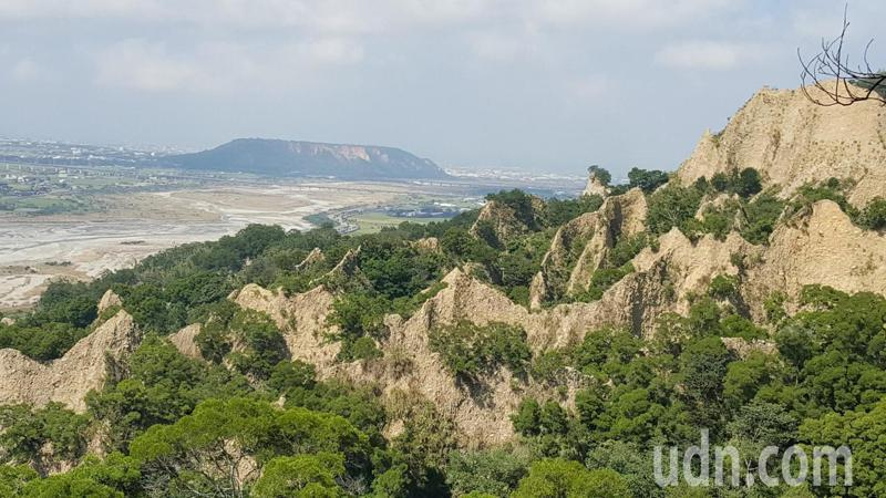 三義火炎山有著名的礫石惡地形。聯合報系資料照/記者胡蓬生攝影