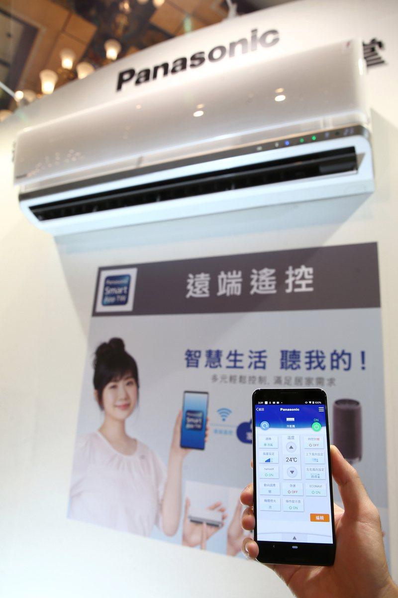 透過專屬手機App,可輕鬆遠端控制Panasonic智慧家電全系列商品功能。記者蘇健忠/攝影