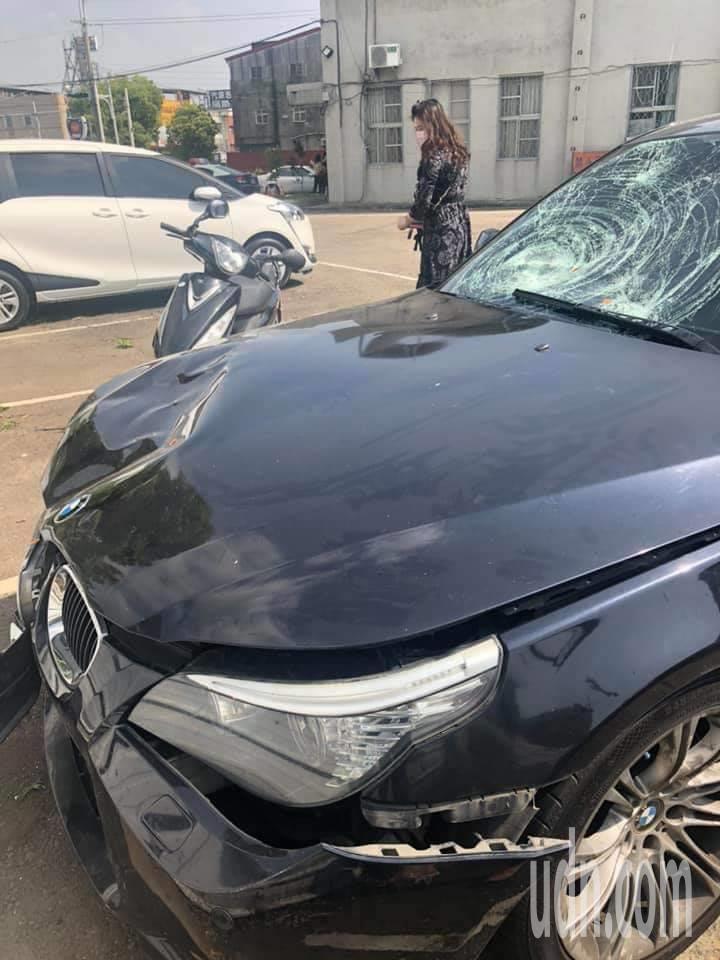老夫婦騎機車和一輛轎車相撞造成兩死慘劇。記者蔡維斌/翻攝