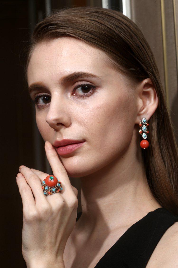首次登台的Faranda珊瑚戒指與耳環,透過寶石切割與成色堆疊出曼妙的鮮明對比。...