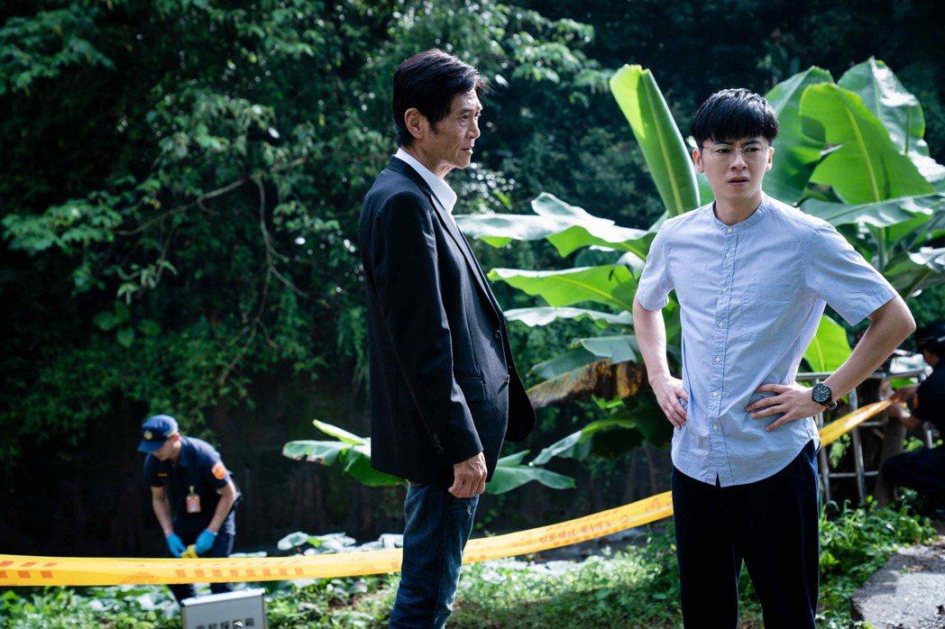 李國毅(右)、喜翔在「金愛演真探團」再續前緣,聯手查案。圖/LINE TV提供