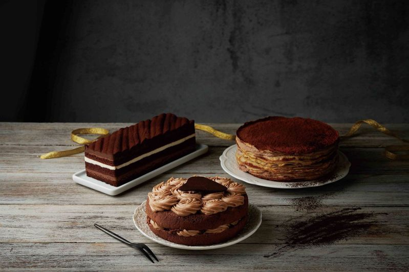 使用美國好時Hershey's巧克力製成的母親節蛋糕,滿足媽媽挑剔的味雷。圖/全聯福利中心提供