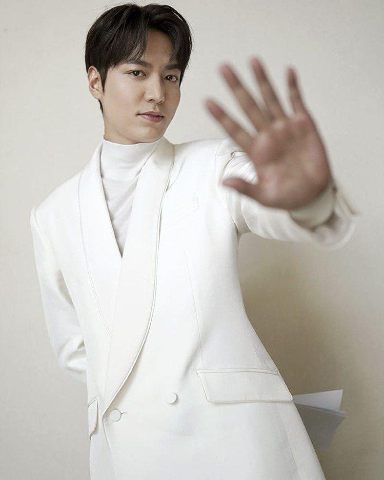 李敏鎬身穿韓國設計師品牌KIMSEORYONG西裝,宣傳新劇《The King:...