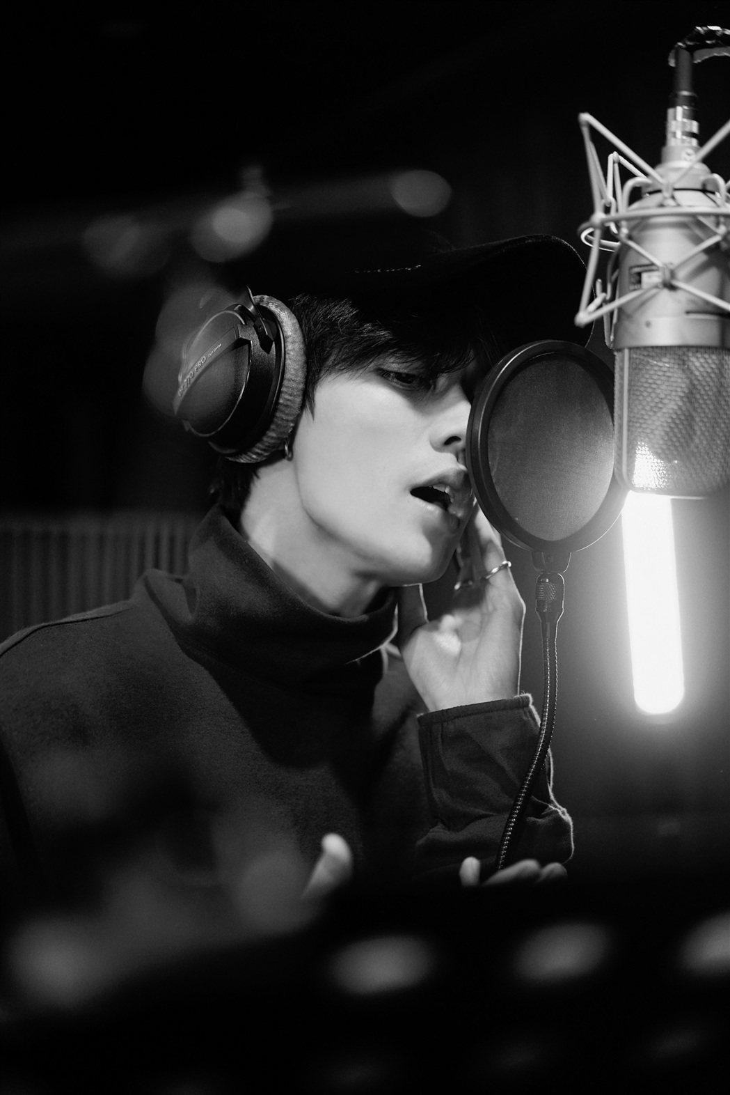 林彥俊首支錄音室單曲翻唱莫文蔚的「You Are So Beautiful」。圖...