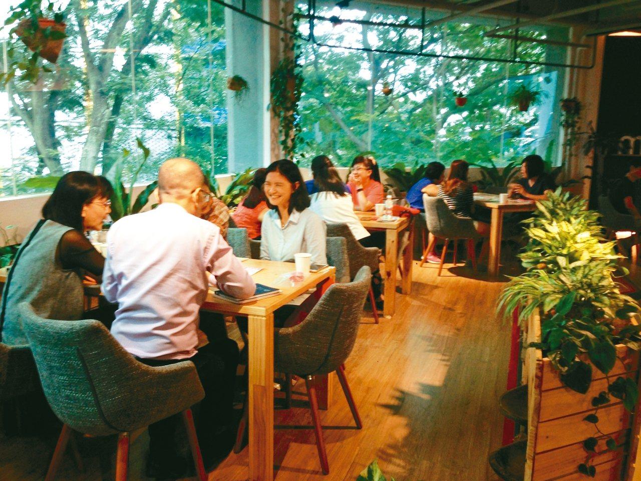 2014年郭慧娟將「死亡咖啡館」引進台灣,至今已辦了300多場活動。 圖╱郭慧娟...