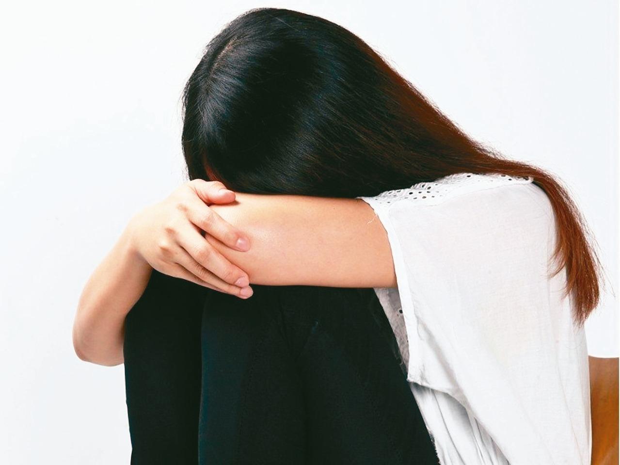 知名作家、精神科醫師鄧惠文表示,無論社會怎麼變,「社會來決定女性應該怎麼活著」這...