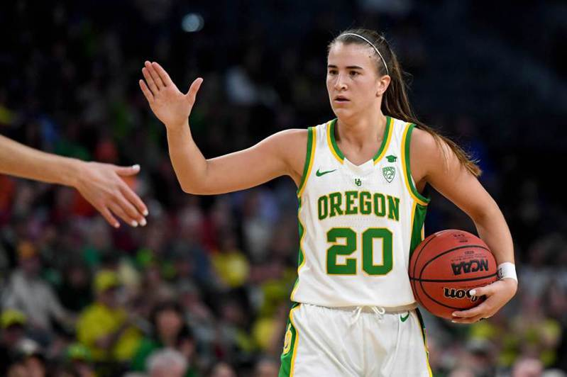 WNBA選秀會今天改至線上舉行,來自俄勒岡大學的「大三元製造機」優涅思庫成為狀元。 法新社
