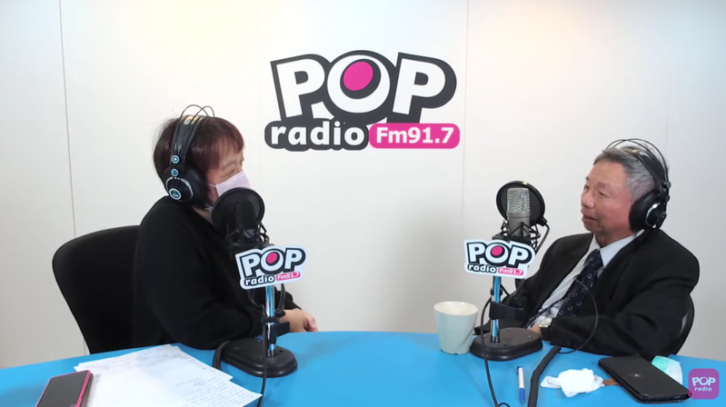前衛生署長楊志良(右)上電台節目「POP搶先爆」,接受邱明玉專訪。圖/Youtube