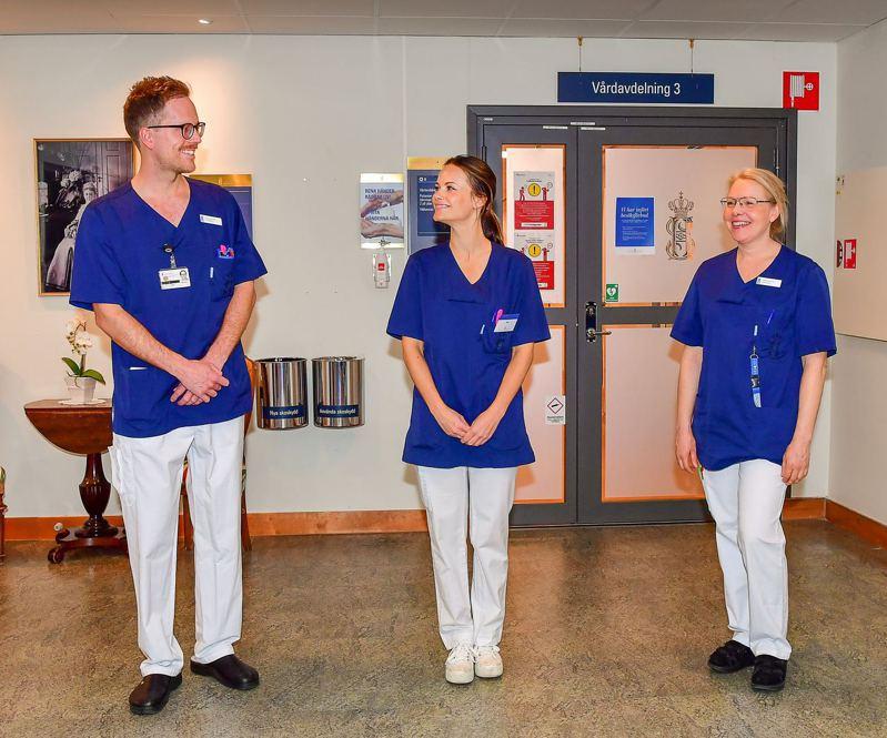 圖為4月16日,瑞典索菲婭王妃(圖中)首日到醫院上班,協助抗疫。(路透社)