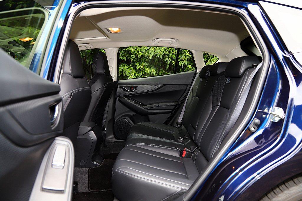 Subaru Impreza的2,670mm軸距設定,使後座有著優於對手的膝部乘...