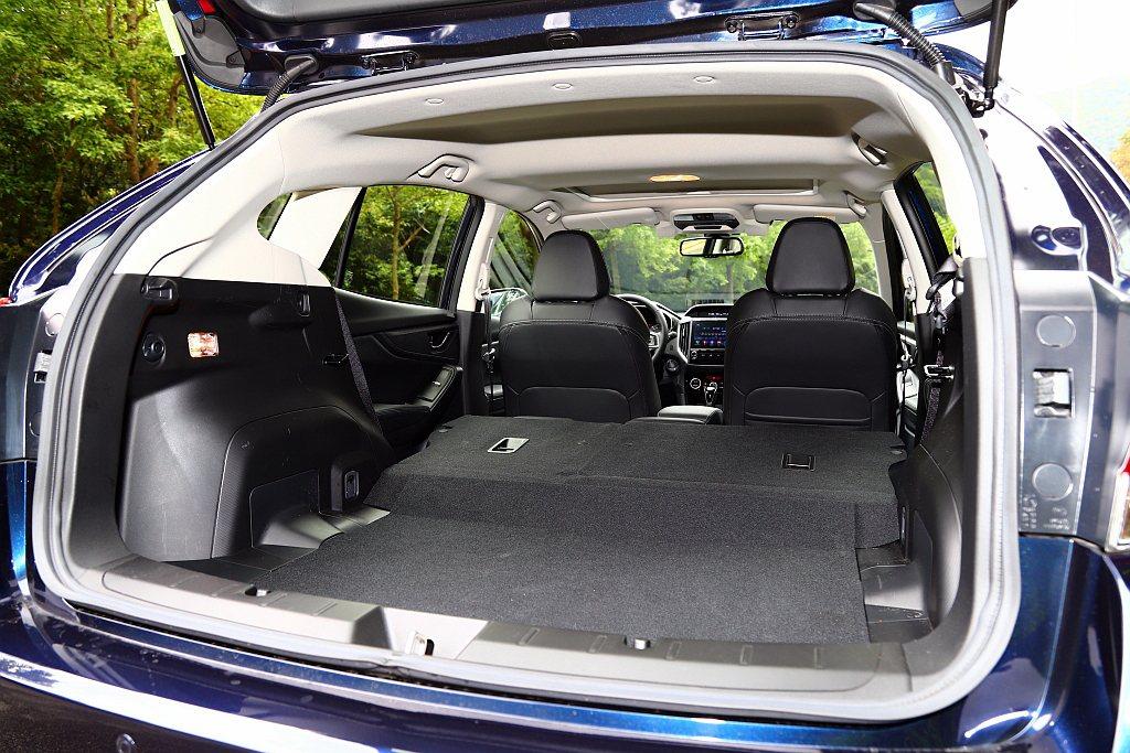 後行李箱置物空間基本就有385L,若將第二排椅背打平後則可擴充至835L。 記者...