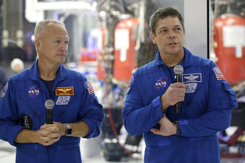 美國太空人赫利(左)及班肯(右)下個月上國際太空站。美聯社