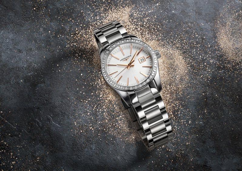 浪琴,Conquest Classic征服者經典系列銀面鑽圈女仕腕表,精鋼,石英機芯,29.5毫米,時間顯示,74,300元。圖 / LONGINES提供。
