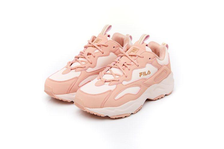 FILA RAY TRACER休閒鞋3,280元。圖/FILA提供