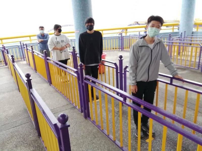 劍湖山世界仍加強防疫,人園遊客都保持一公尺以上。圖/劍湖山世界提供