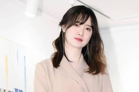 具惠善今天在韓國出席自己展覽的小型記者會,吸引大批媒體到場。她走過與安宰賢的婚變風波,一度暴肥身心失衡。如今靠著創作,她已經重新恢復正常生活,也在記者會上公開自己現在的心境。具惠善表示,自己並不是要...
