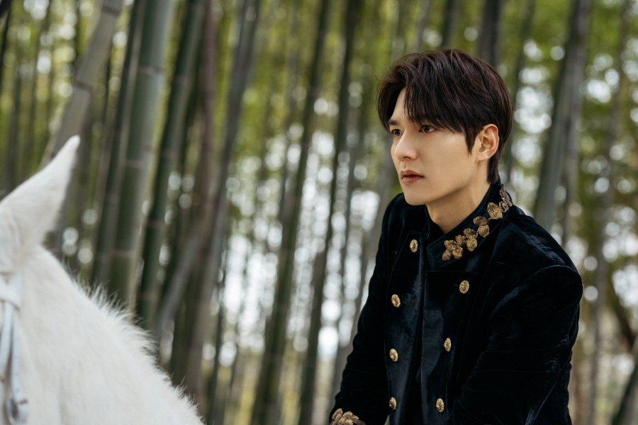 李敏鎬第一集就祭出白馬王子鏡頭。圖/Netflix提供