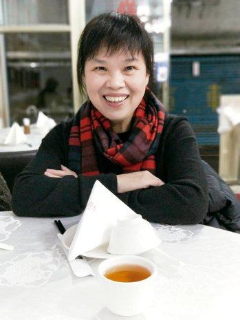 今日主廚╱陳芸英文字工作者,曾獲文學獎。2015年以〈讓我做你的眼睛〉一文入...
