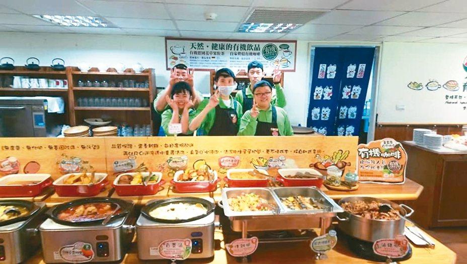 蕃薯藤餐廳近期推出主廚便當,讓消費者以外帶取代內用,在家也能品嘗美味。 圖/擷取自育成蕃薯藤忠孝庇護工場臉書