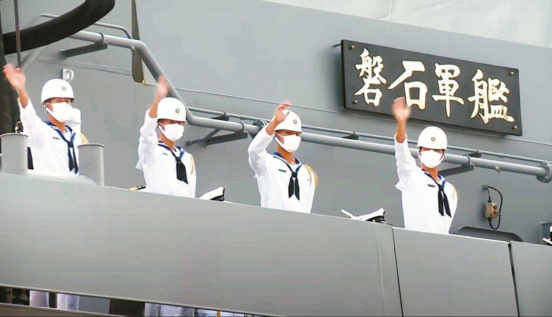 台灣昨天新增三例確診,為參加海軍敦睦遠航訓練支隊的軍校生及軍人。敦睦支隊9日泊靠左營港時,當天艦上官兵沒下船。 圖/取自軍聞社