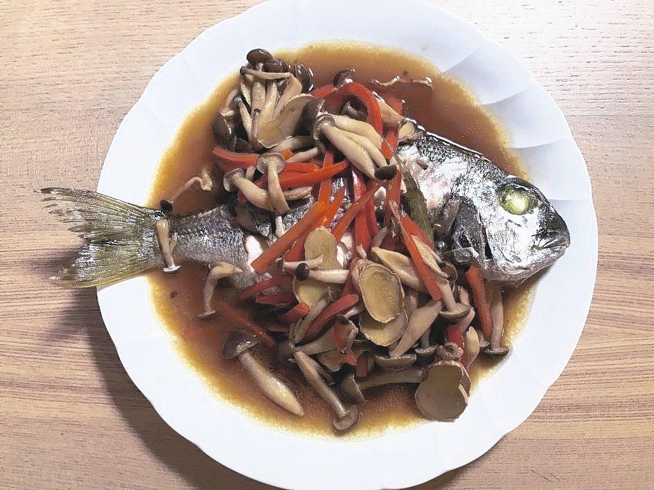 鮮菇鯽魚佃煮。 記者葉冠妤/攝影
