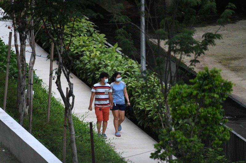據約翰霍普金斯大學(Johns Hopkins University)統計,自3月17日以來,新加坡境內確診數從266例暴增至逾6500例。圖/法新社資料照