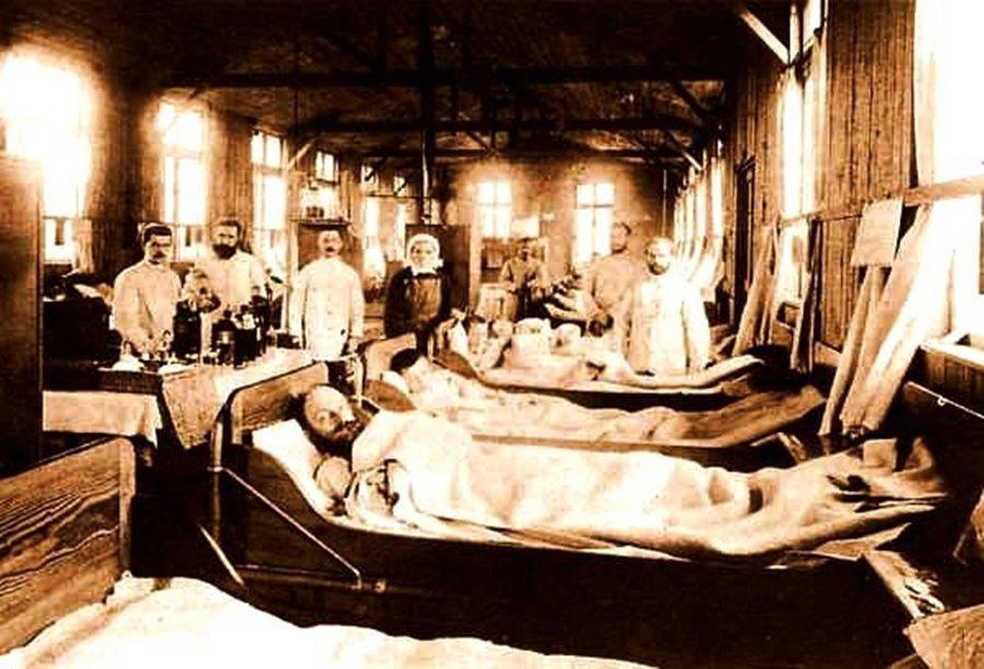 19世紀末漢堡由於自來水系統的霍亂汙染,導致近萬人死亡。而這次霍亂的災難,對當代...