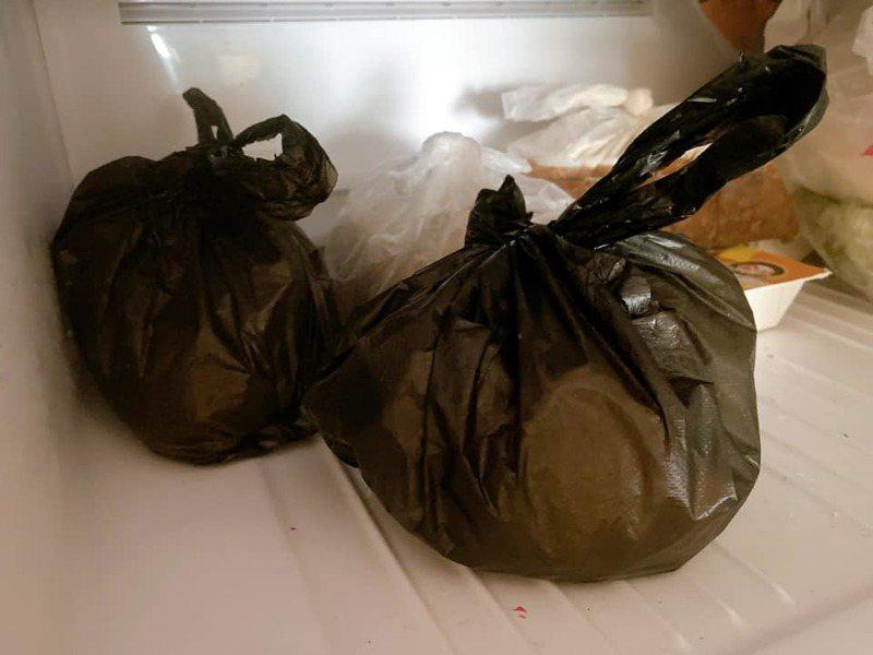 一名女網友PO文提到,自己把廚餘放進塑膠袋密封後,冰進冷凍庫來防止蟑螂滋生,但親戚看到後卻不能接受,甚至覺得很噁心。圖擷自爆怨公社
