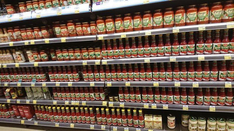 有居住在香港將軍澳居民,日前在超市看到貨架上都是茄汁,義大利醬醬全部被賣光,吸引許多「苦主」留言附和。圖/fb「將軍澳主場」