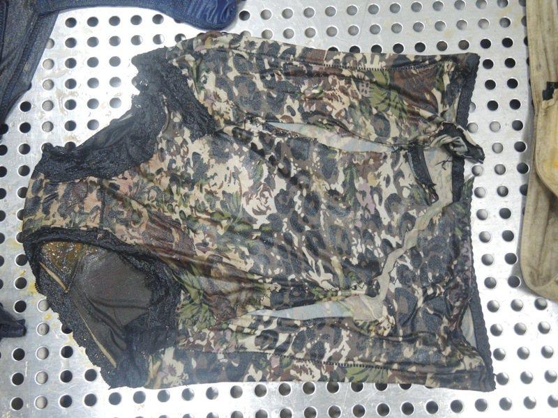 警方公布苗栗縣後龍無名中年女浮屍衣物特徵,協尋家屬比對身分。圖/竹南警察分局提供