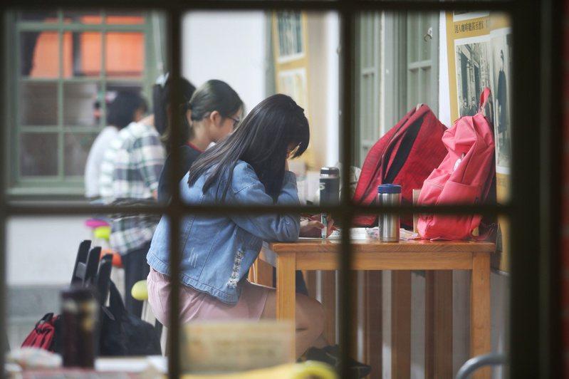 人本基金會執行長馮喬蘭表示,很多校園的性騷擾事件,在學校調查和處理過程,都會出現「再給他機會」的氛圍,以致建議的處分都很輕微。 (圖非新聞當事人) 圖/聯合報系資料照片