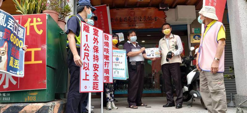防疫不鬆懈,台南玉井區公所結合各界,在玉井老街商圈宣導。記者謝進盛/翻攝