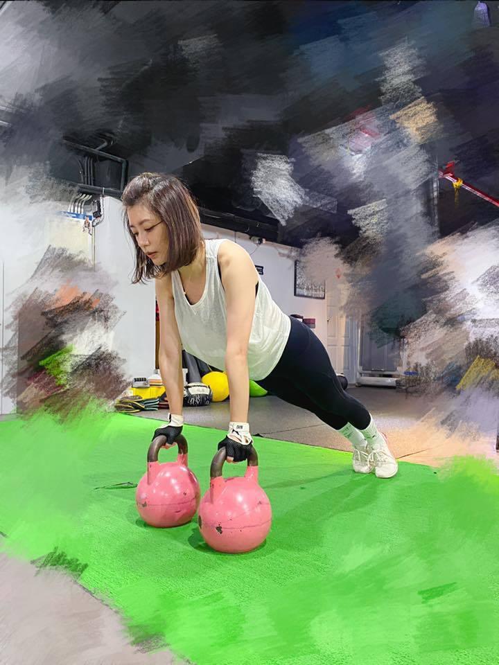 賈靜雯近來常PO運動健身照。圖/摘自臉書