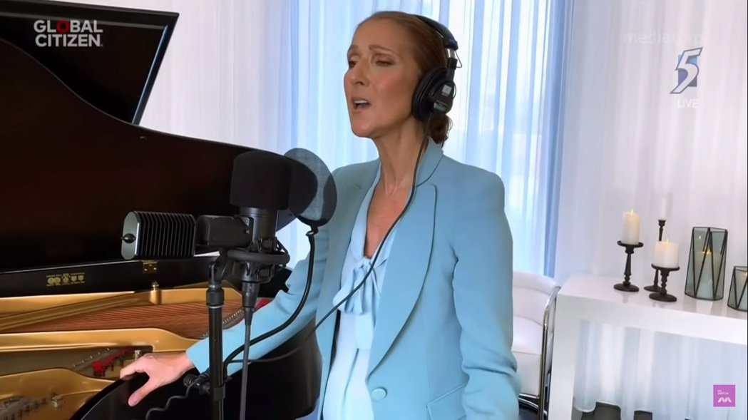 席琳狄翁壓軸登場,與義大利男高音安德烈波伽利、約翰傳奇及女神卡卡共同合唱「The...