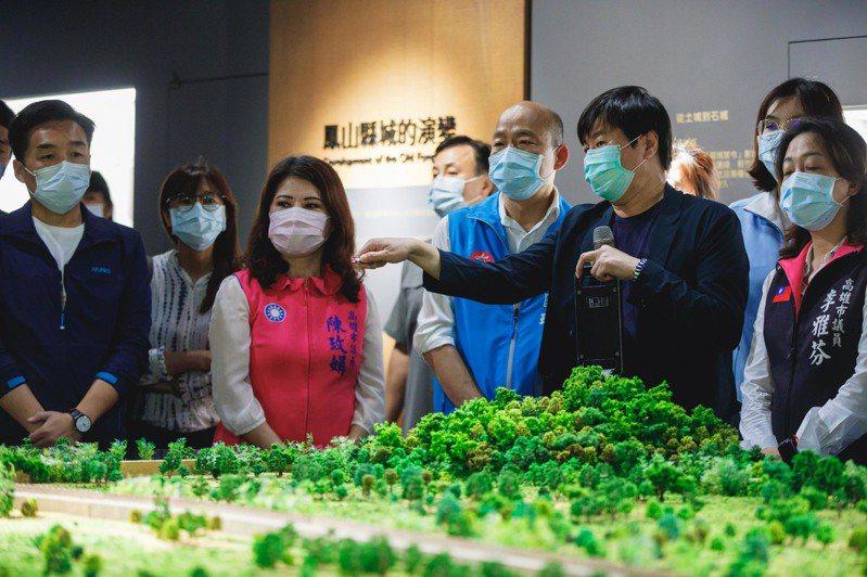 高雄市長韓國瑜(中)視察左營「見城館」。圖/高雄市文化局提供