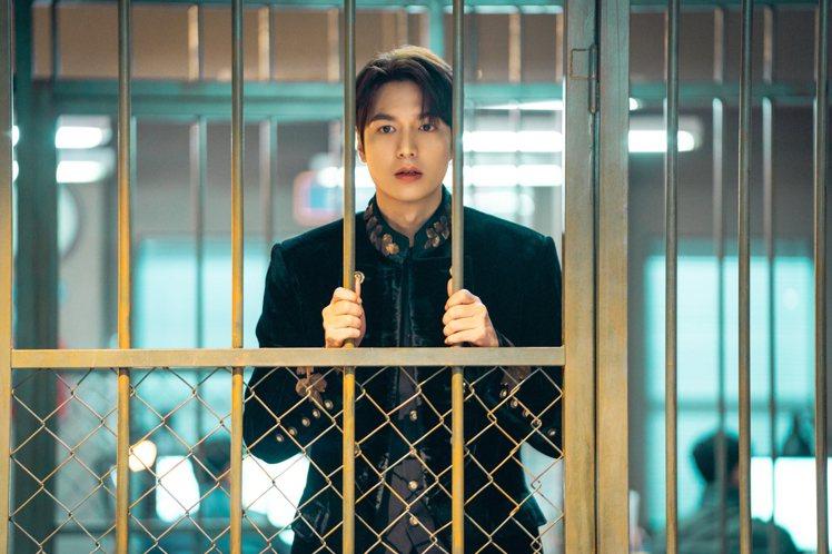 李敏鎬因為違規被警方拘留。圖/Netflix提供