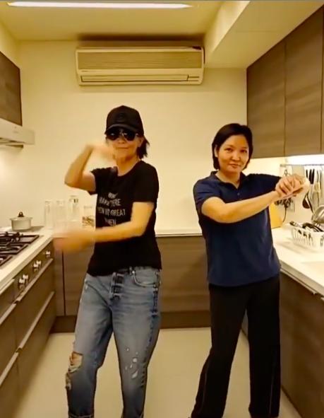 劉嘉玲在家熱舞。圖/摘自劉嘉玲IG